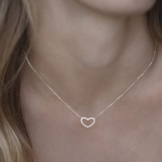 GLITTERY HEART NECKLACE